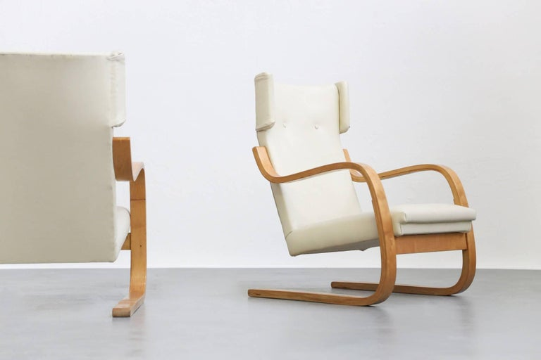 Leather Pair of Lounge Chairs Model 401 by Alvar Aalto, 1935 Finland Design For Sale