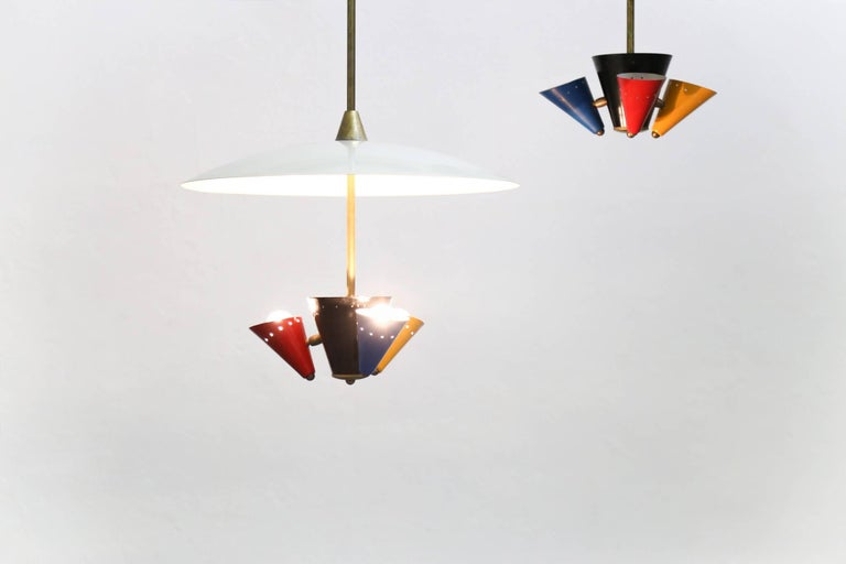 Rare pair of pendant lamp in the style of Gino Sarfatti Excellent condition, made of brass and metal.