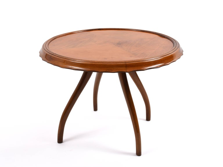 Round cherrywood side table, 1940s. In very good condition.