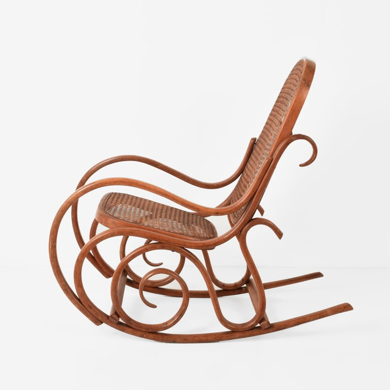 Thonet. A Vintage Bentwood Child's Rocking Chair with Cane Back and Seat, 1930s In Good Condition For Sale In Roma, IT