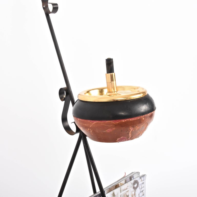 Magazine Rack in Brass with Ashtray, Italy, 1950s, Mid-Century Modern In Good Condition For Sale In Roma, IT