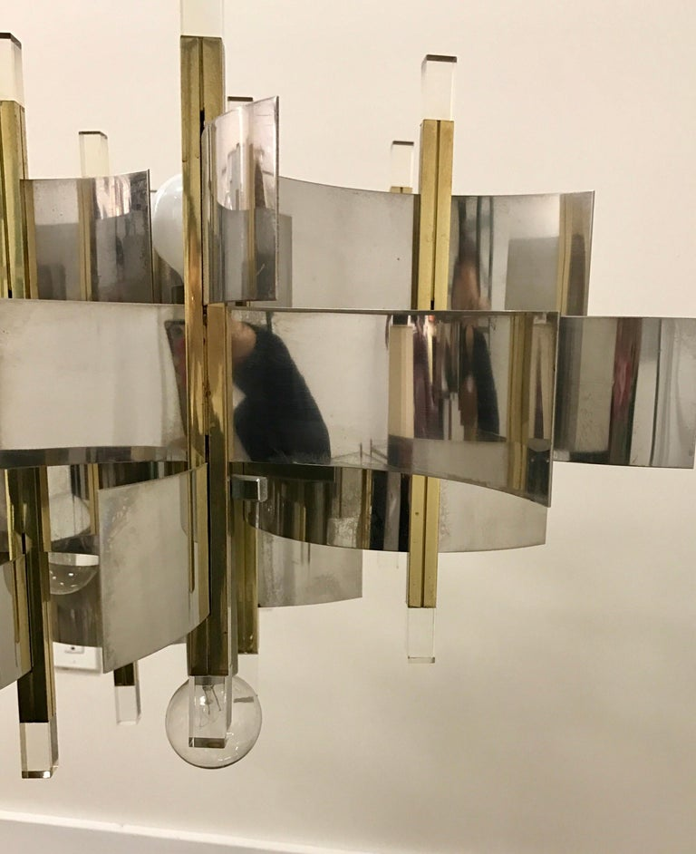 Mid-Century Modern Sciolari Chandelier Brass Chrome Lucite Made in Italy Large In Good Condition For Sale In West Hartford, CT