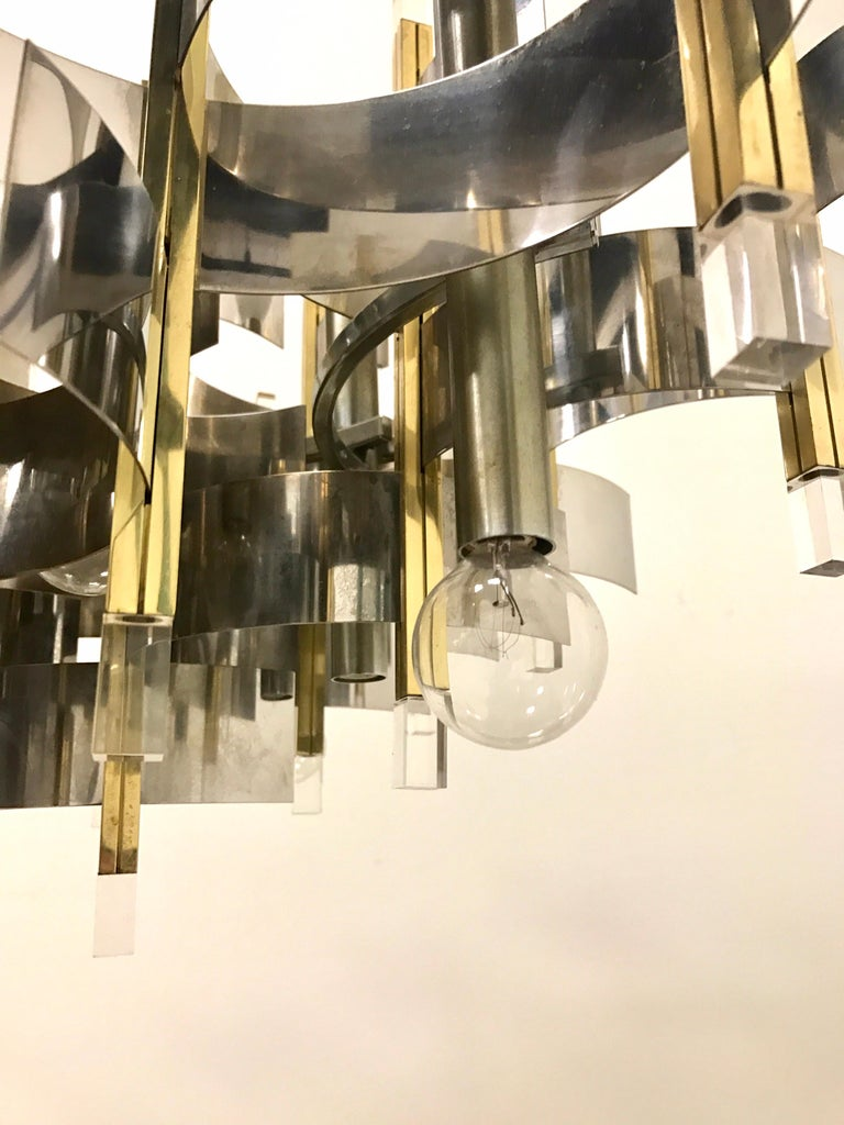 Late 20th Century Mid-Century Modern Sciolari Chandelier Brass Chrome Lucite Made in Italy Large For Sale