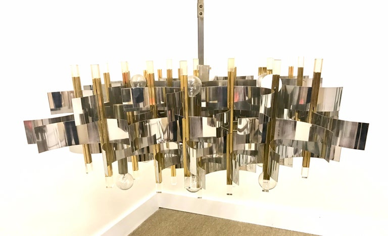 Mid-Century Modern Sciolari Chandelier Brass Chrome Lucite Made in Italy Large For Sale 1