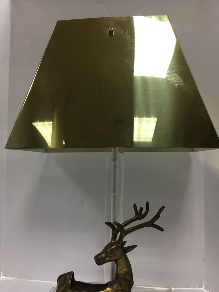 Mid-Century Modern Lucite and Brass Table Lamp with Reindeer Deer Card Holder For Sale 4