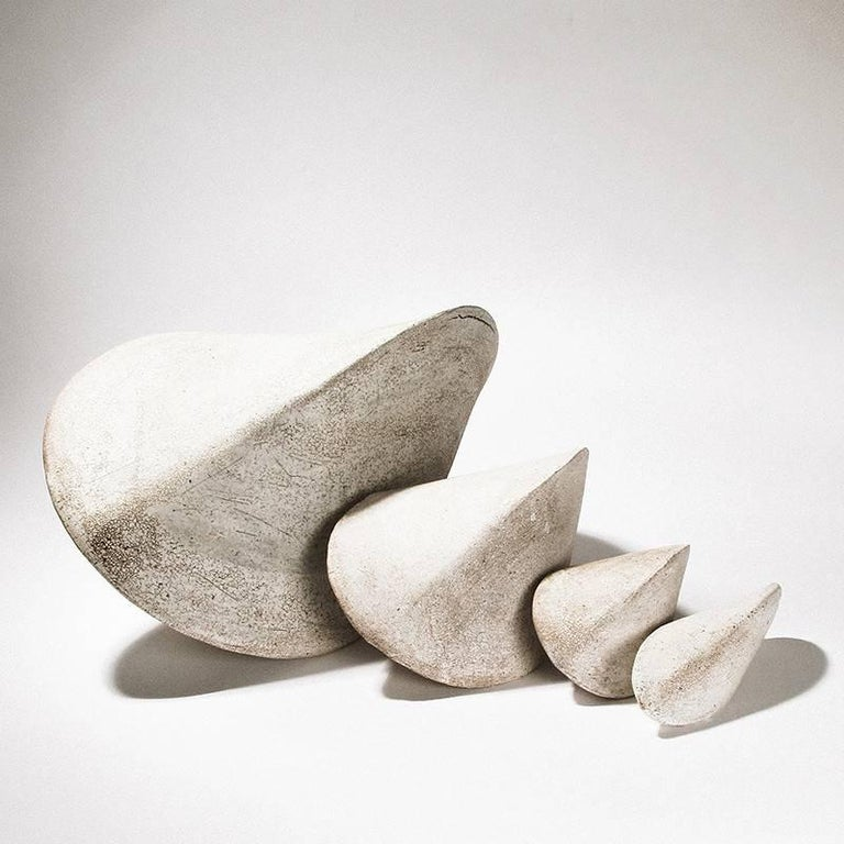 Small White Crackle Finish Modern Ceramic Pod Sculpture In New Condition For Sale In Bronx, NY