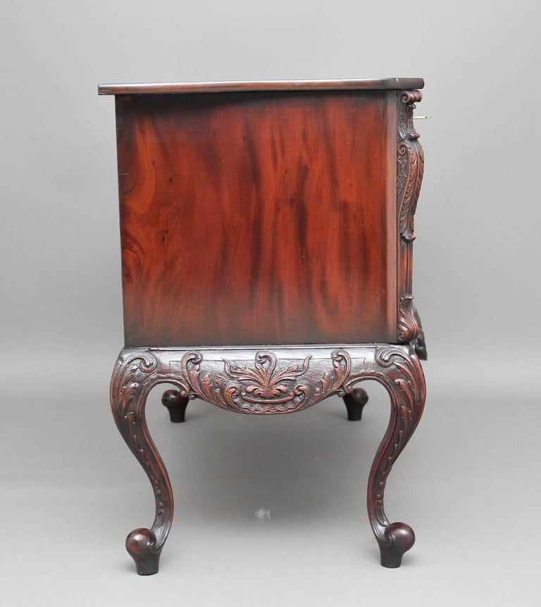 English Early 20th Century Mahogany Serpentine Commode For Sale