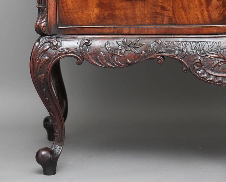 Early 20th Century Mahogany Serpentine Commode For Sale 2