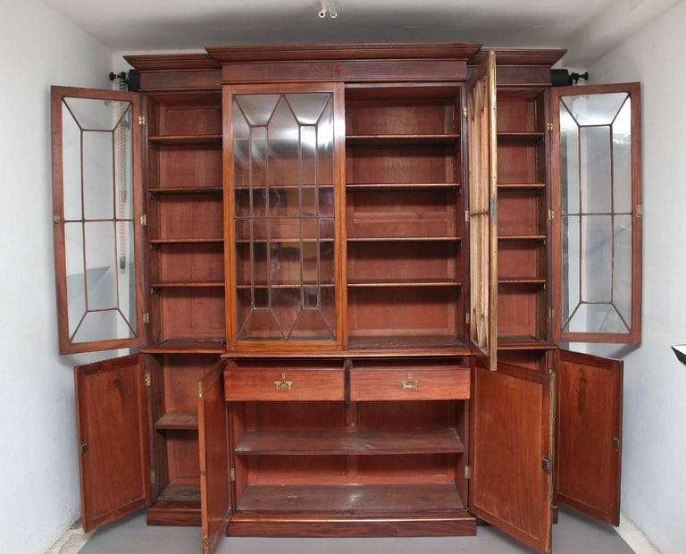 English 19th Century Mahogany Breakfront Bookcase For Sale