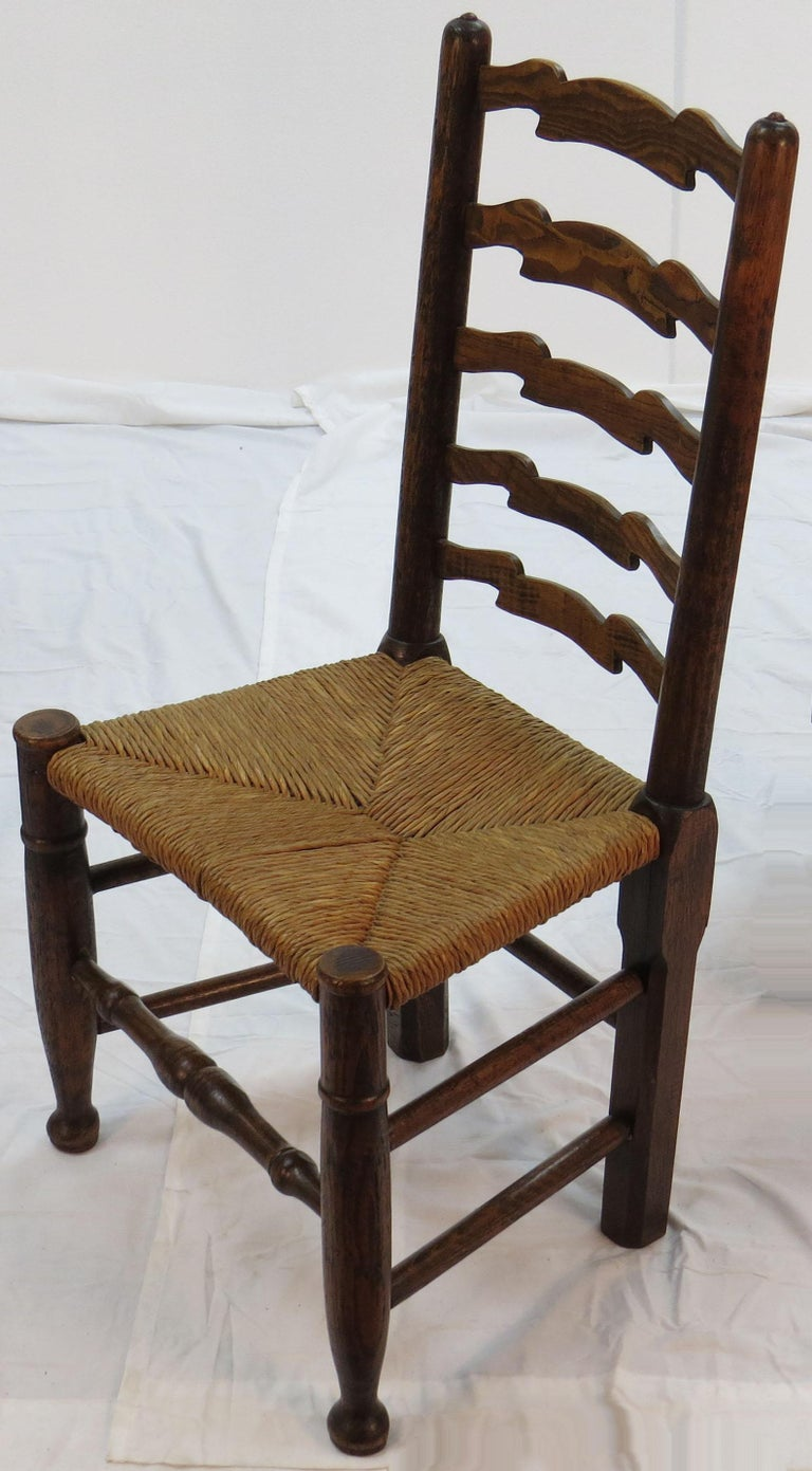 English Oak Set of Six Ladder Back Dining Kitchen Chairs In Fair Condition For Sale In Atlanta, GA