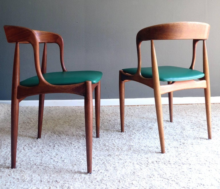 Danish Scandinavian Modern Designclassics chairs from the Mid Century in highest quality from the renowned cabinetmaker Uldum Mobelfabrik model 16 by the coveted designer Johannes Andersen.  Special features are the organic sculptural shaped solid