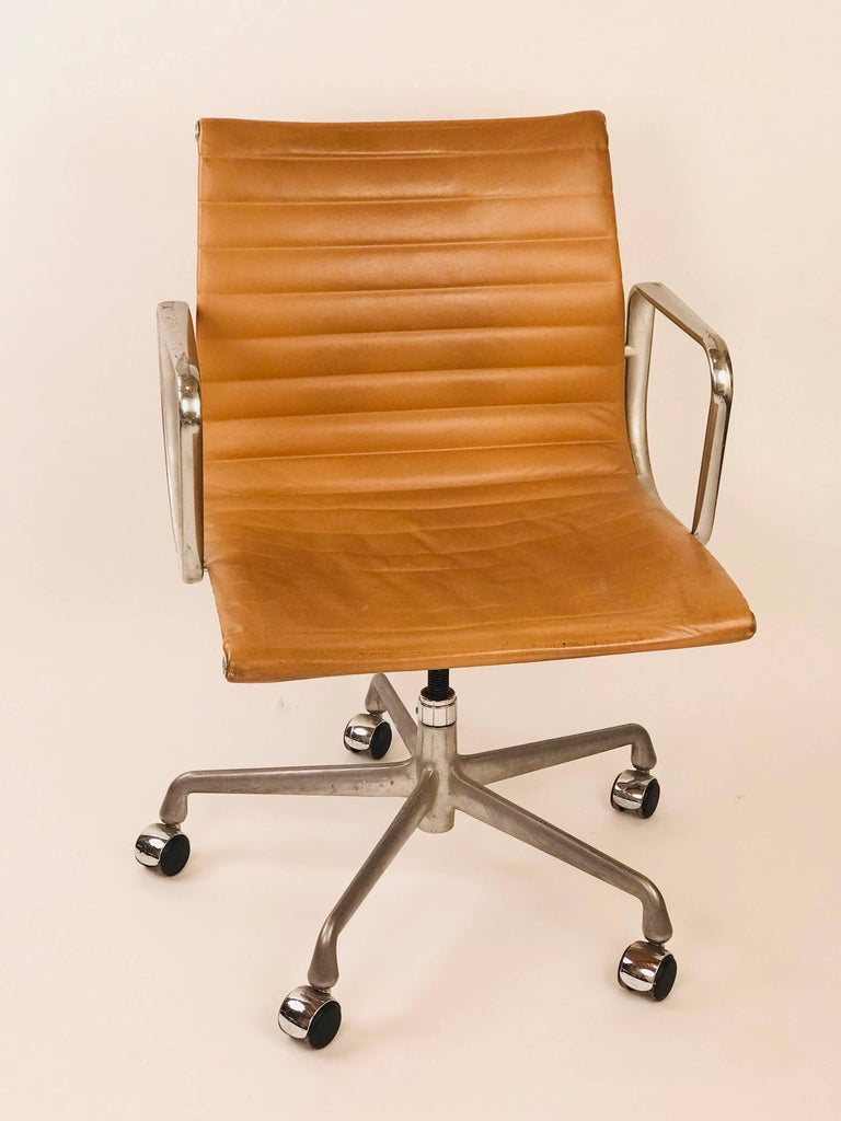 Eames Management Office Chair For Herman Miller Camel