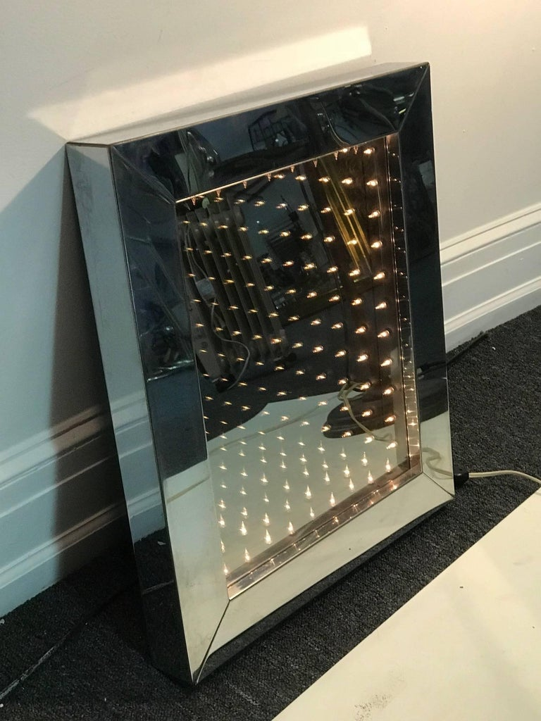 1970's Infinity Mirror In Excellent Condition For Sale In Allentown, PA