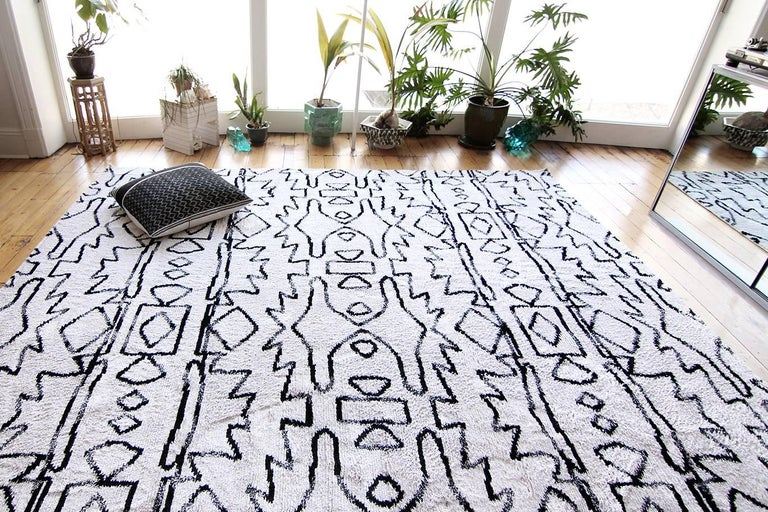 Rug pattern: Akimbo Material: 100% silk  Quality: semi-shaggy Lulu weave, 30mm pile, hand-knotted Size: 8' x 10' Made in Nepal Designed by Eskayel.