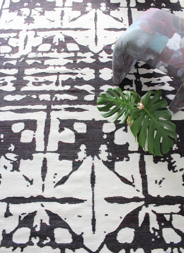 Rug pattern: Banda - b+w Material: Bamboo silk and wool blend; bamboo silk design with wool background. Quality: Flat-weave, handwoven Size: 6' x 9' Made in Nepal Designed by Eskayel.