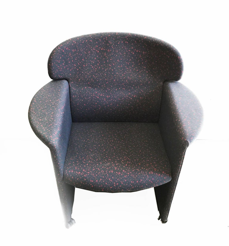 Memphis Style Armchair, Fabric Upholsterd, Italy 1980s. In Good Condition For Sale In Bilbao, ES