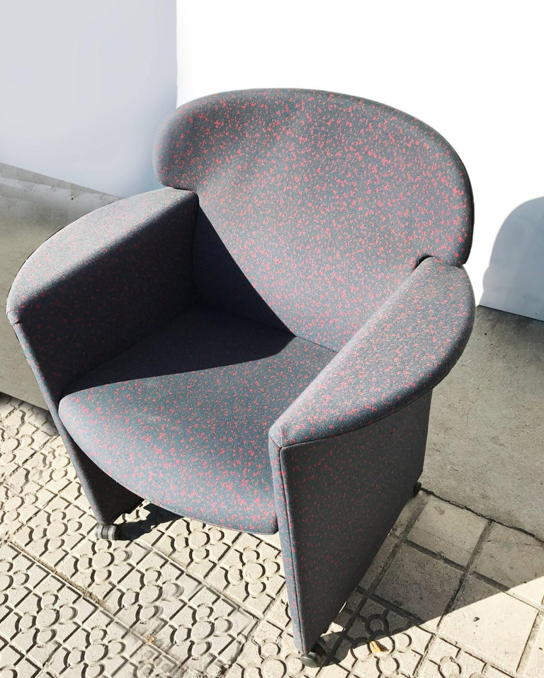 Memphis Style Armchair, Fabric Upholsterd, Italy 1980s. For Sale 4
