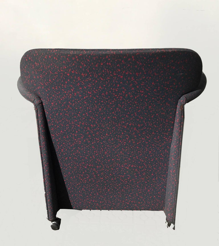 Memphis Style Armchair, Fabric Upholsterd, Italy 1980s. For Sale 2