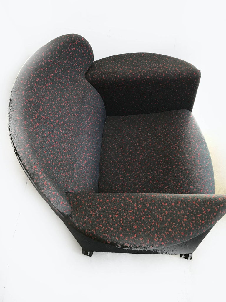 Very confortable and versatile Memphis style armchair.  It features original upholstery in very good condition and the patern is quite distinctive of the period. The frame is polyester and latex over a  steel structure. Chair is on castors, very
