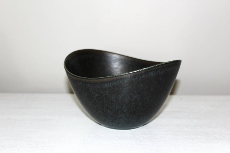 Gunnar Nylund Large Ceramic Bowl for Rörstrand In Excellent Condition For Sale In Malmo, SE