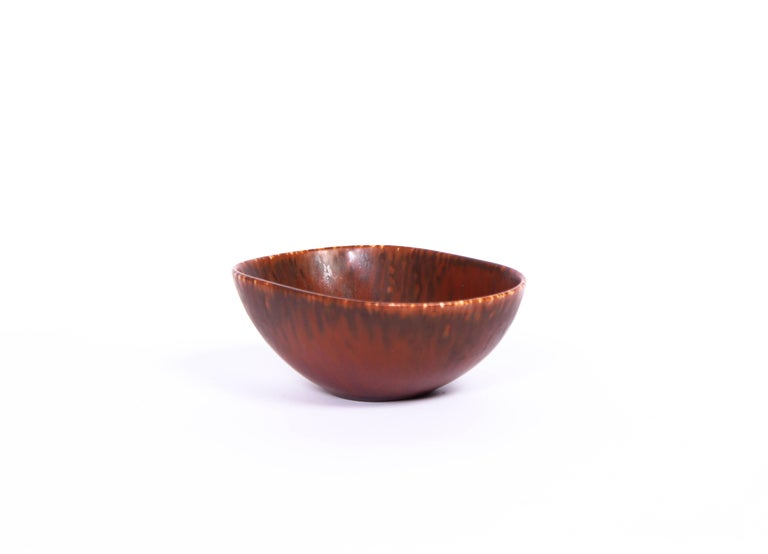 A brown ceramic bowl designed by Carl-Harry Stålhane and produced by Rörstrand. The bowl is in good condition and very decorative.