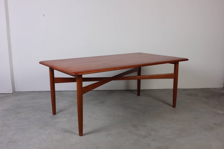 Danish Midcentury Solid Teak Coffee Table with Crossed Legs In Excellent Condition For Sale In Malmo, SE