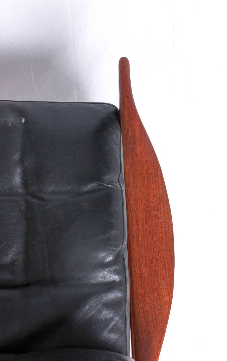 Illum Wikkelsø Midcentury Teak and Leather Lounge Chair for Niels Eilersen For Sale 1