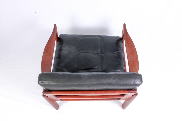 Illum Wikkelsø Midcentury Teak and Leather Lounge Chair for Niels Eilersen In Good Condition For Sale In Malmo, SE
