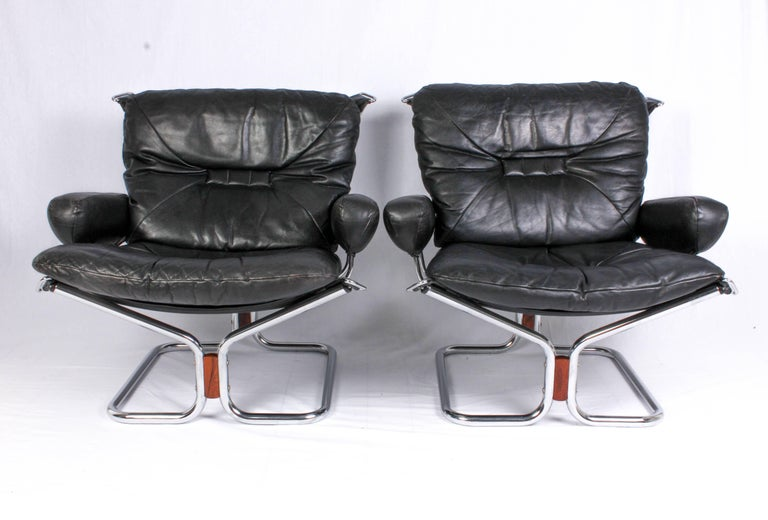 Scandinavian Modern Pair of Midcentury Leather & Chrome Lounge Chairs and Ottoman by Ingmar Relling For Sale