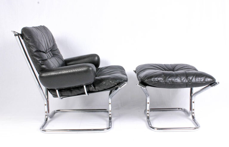 Pair of Midcentury Leather & Chrome Lounge Chairs and Ottoman by Ingmar Relling For Sale 1
