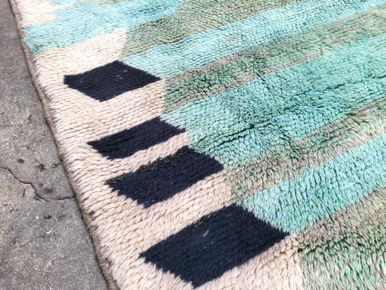 Moroccan Berber Rug, Middle Atlas Carpet, Green Blue and Grey Wool, Contemporary In Excellent Condition For Sale In Paris, FR