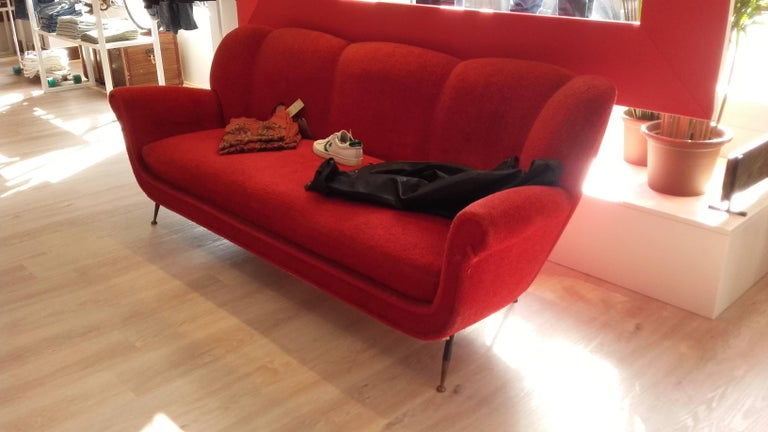 Typical sofa of the 1950s, design Gigi Radice, work of Italy, legs in black brass and gold brass. Fabric and original padding. Production Minotti.