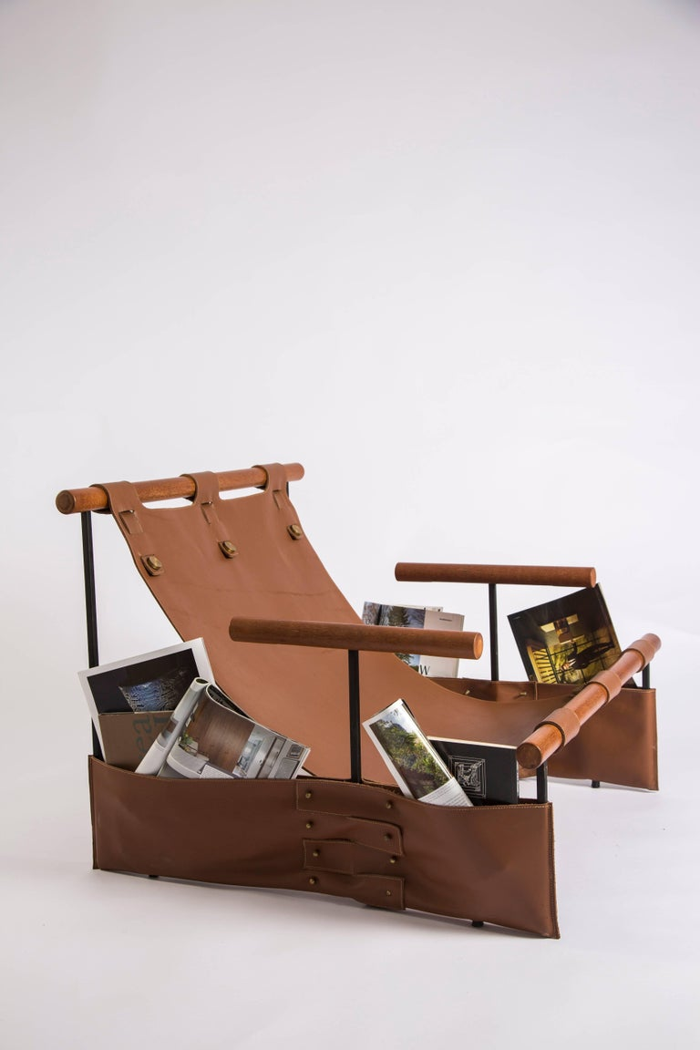 This Minimalist, modern armchair received the word messenger in its name as it counts on messenger side bags where one can place magazines, newspapers and letters. A great option for those who enjoy reading. It comes in a carbon steel structure in