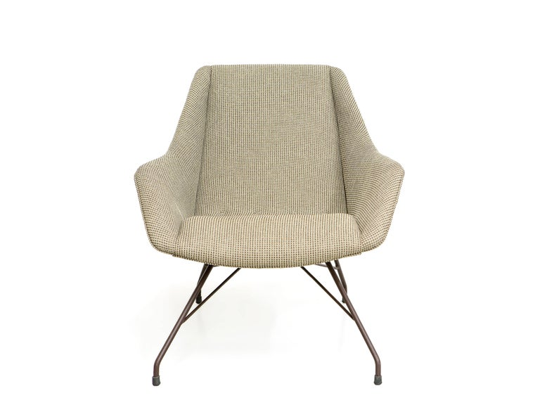 Produced by Forma, in Brazil, this is one of the most iconic pieces designed by Martin Eisler and Carlo Hauner. The seat is completely reupholstered.