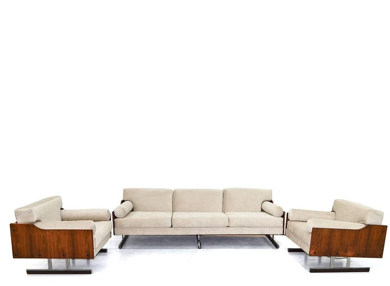 Midcentury Brazilian Sofa in Jacarandá by L'Atelier In Excellent Condition For Sale In Sao Paulo, SP