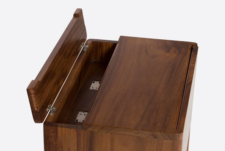 Carved Walnut Nightstand In Excellent Condition For Sale In Mexico City, MX