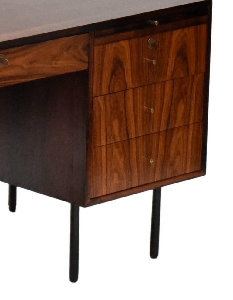 Midcentury brazilian writing table in Rosewood by Forma, 1960s In Good Condition For Sale In Sao Paulo, SP