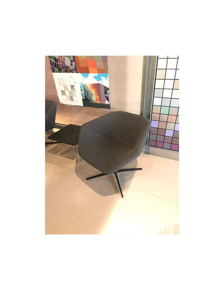 Modern Montis Set of Two Swivel Lounge Ella Chairs For Sale