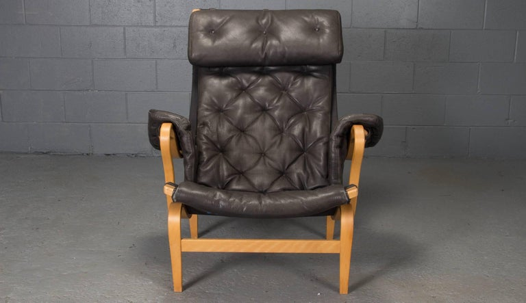Bruno Mathsson designed the first version of this armchair in 1944. This is an improved version designed by Bruno Mathsson for DUX in 1969. The name Pernilla comes from the well-known lifestyle journalist Pernilla Turnberger, who interviewed Bruno