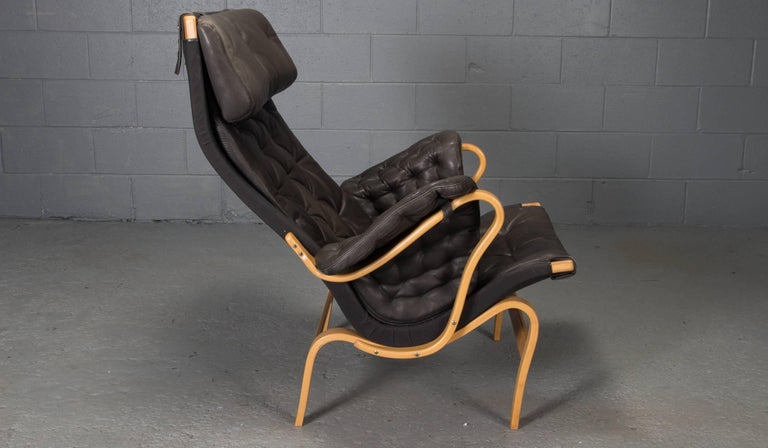 Mid-Century Modern Pernilla Lounge Chair in Beech and Black Leather by Bruno Mathsson for DUX For Sale
