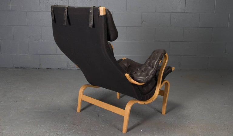 Swedish Pernilla Lounge Chair in Beech and Black Leather by Bruno Mathsson for DUX For Sale