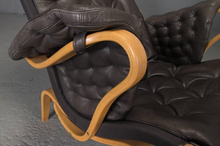 Pernilla Lounge Chair in Beech and Black Leather by Bruno Mathsson for DUX For Sale 1