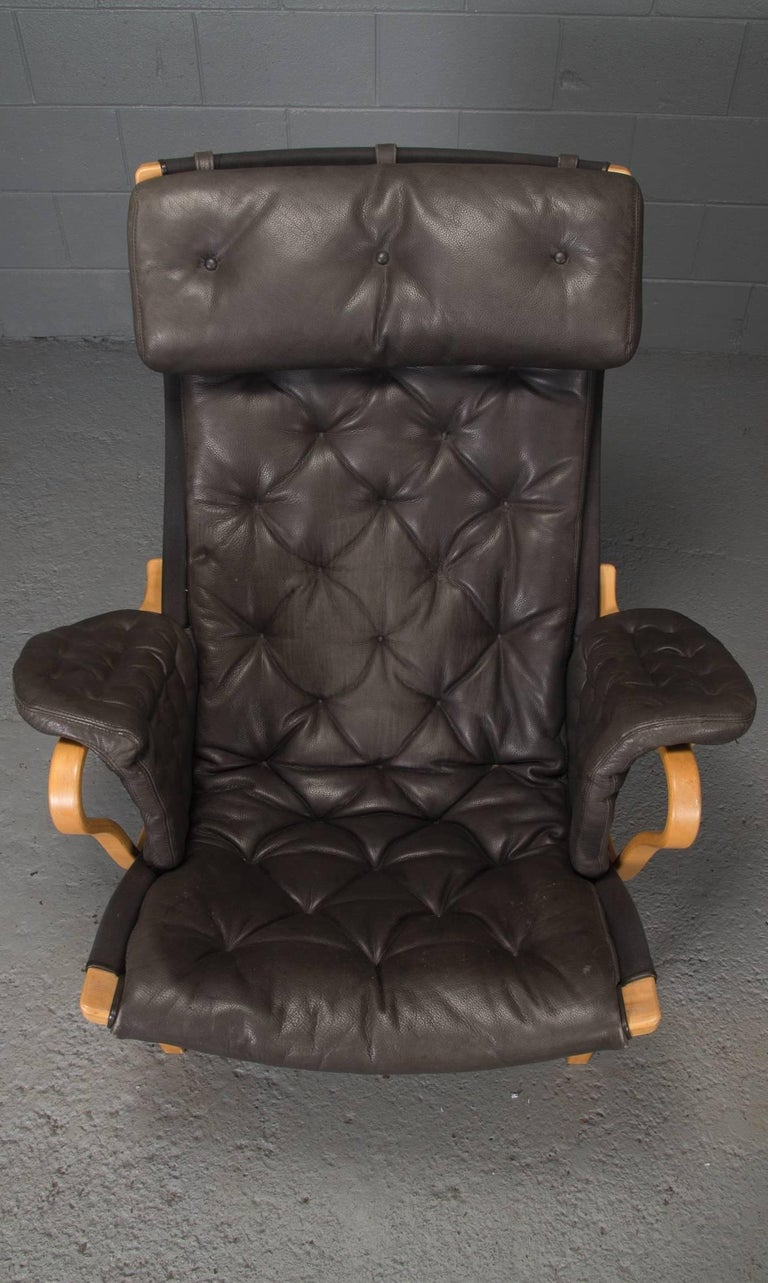 20th Century Pernilla Lounge Chair in Beech and Black Leather by Bruno Mathsson for DUX For Sale