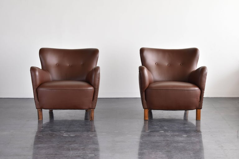 Danish Fritz Hansen, Pair of Club Chairs in Brown Leather with Brass Nails, 1940s For Sale