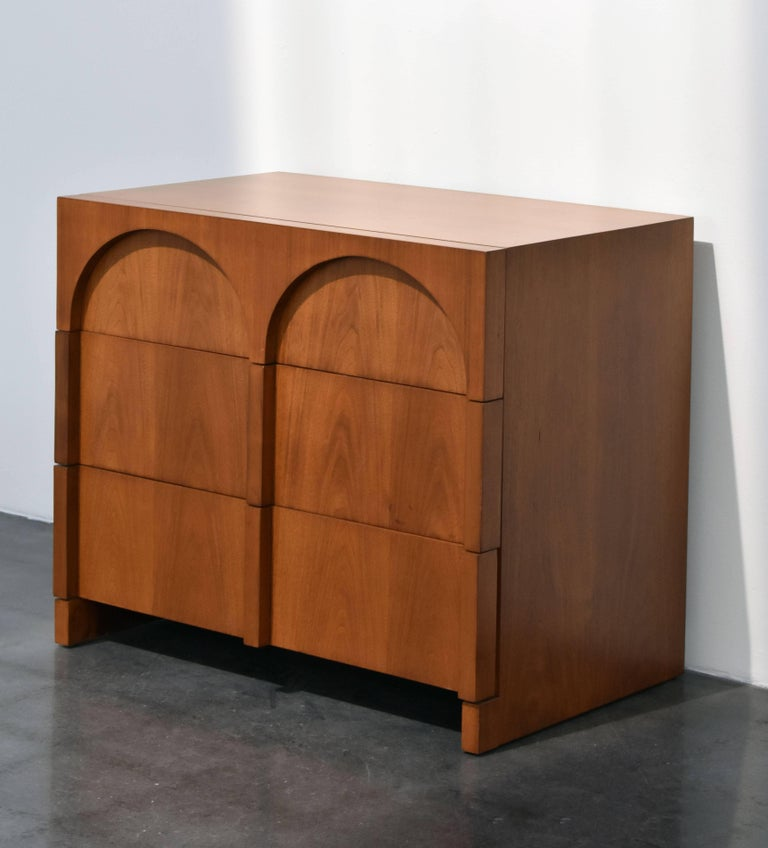 American design Colosseum walnut dresser, cabinet or chest of drawers. Produced by Widdicomb Furniture Company and designed by T.H. Robsjohn-Gibbings.