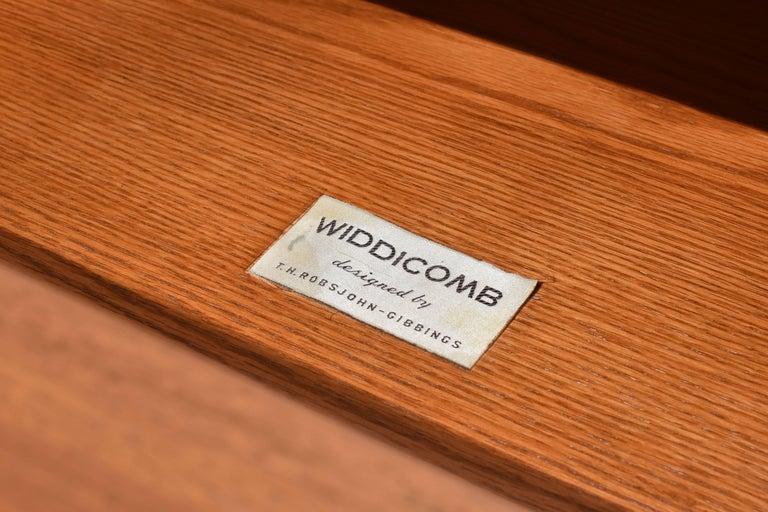 American T.H. Robsjohn-Gibbings Walnut Colosseum Dresser or Cabinet for Widdicomb, 1950s For Sale