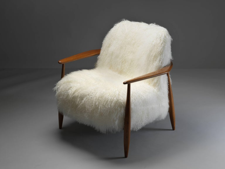Scandinavian Modern Ib Kofod-Larsen Attributed, Lounge Chair in White Lambskin, Stained Oak, 1950s For Sale