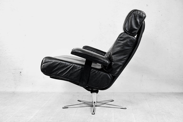 Metal Italian Office Swivel Leather Easy Chair, 1960s For Sale