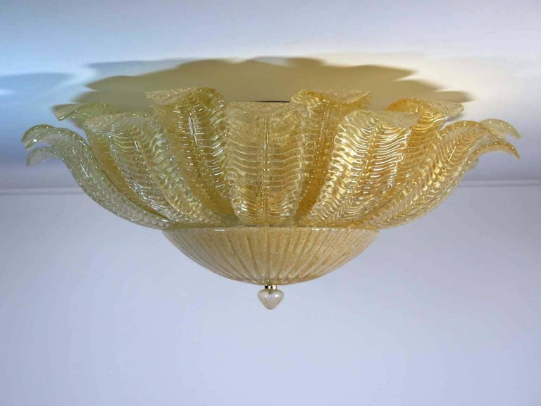 Fantastic and fabulous Barovier & Toso style Murano Italy art glass ceiling light. The rare lamp is made of 24 mouth-blown hand-formed leaf-form golden powder glass panels plus a huge glass as a bottom. This beauty has the look of a precious big