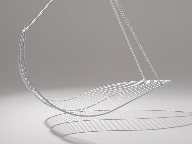 The Leaf hanging swing chair is fluid and organic. The chair is inspired by nature and is reminiscent of organic leaf shapes with its veins flowing out from the centre. It is simple and striking in its visual appeal. Choose from two different inner